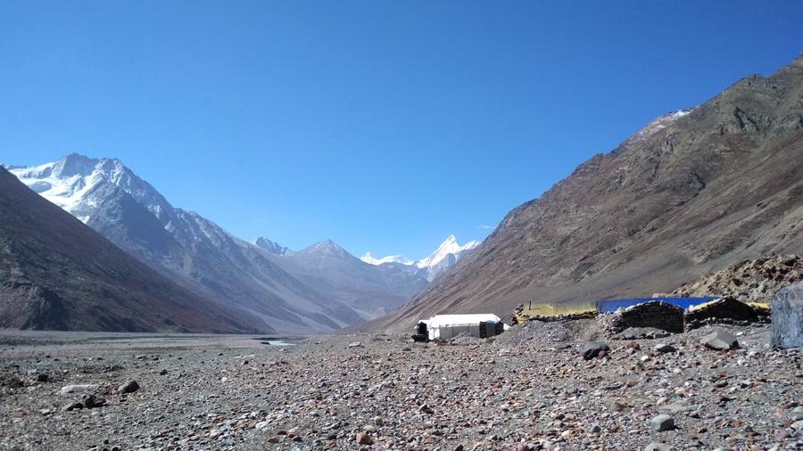 At Batal - view of peaks at Bara Shigri - White sail, Shigrila, Papsura