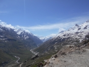 Trek to Chatru  (3320m), 5-6 hrs. Drive to Rohtang pass (3978m) - Manali. 3-4 hrs.